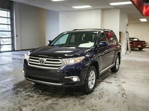 2013 Toyota Highlander Back Up Camera, Alloy Rims, Bluetooth, V6