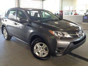 2015 Toyota Rav4 LE All Wheel Drive - Only 49k! USB, Bluetooth,