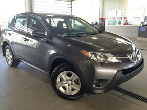2015 Toyota Rav4 LE All Wheel Drive - Only 49k! USB, Bluetooth,
