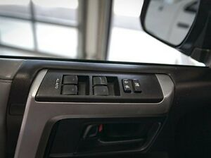 2012 Toyota 4Runner SR5 Upgrade, Leather, Heated Seats, Back Up  Edmonton Edmonton Area image 10