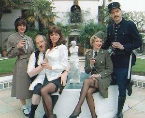 Vicki Michelle, Gorden Kaye & Arthur Bostrom UNSIGNED photo - 1296 - 'Allo 'Allo