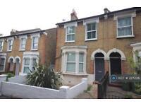 2 bedroom flat in Charlton, Charlton, SE7 (2 bed)