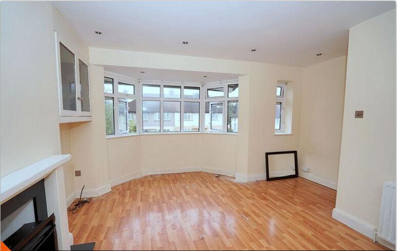 2 Bedroom 1st floor Maisonette in Caernarvon Drive Ilford IG5 0XE ===Part DSS Welcome===