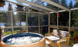 Lake Cottage Laurentians HOT TUB/Chalet Laurentides Bord du Lac