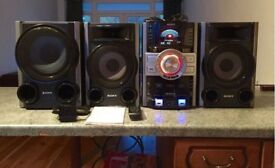 SONY HIFI SYSTEM SUB, TWO SPEAKERS AND STEREO WITH 3 DISC SLOTS, AUX, USB, MIC PLUG IN