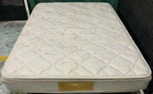 Excellent double-sided Pillow Top queen mattress. Delivery option avai