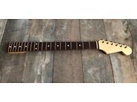 Allparts SRO-21 Fender Lic Stratocaster Neck Nitrocellulose Bone Nut Gotoh relic Tuners.