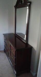 Beautiful Solid Wood 8 Drawer Dresser w Detachable Mirror