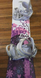 Selling 140 cm snowboard with boots and bindings