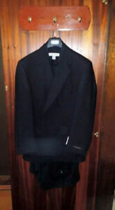 ( NEW) Mens Suit, Black Size 36-38 (Tags Attached)