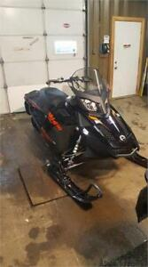 2015 SKIDOO MXZ TNT 1200  IN MINT CONDITION READY FOR THE WINTER