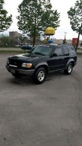 1998 Ford Explorer Sport 4x4 Clean! Perfect winter ride.