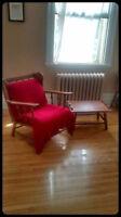 ***Chaise Basse Antique+Table à Café (ou Repose-Pied)***