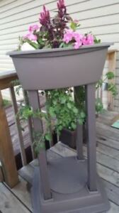 Never Used in the Box Suncast Tomato Tower