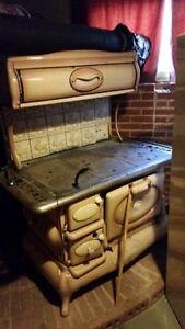 Cuisinière antique aux bois fonctionnelle