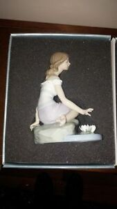 Lladro Reflections of Helena *MINT* Porcelain Doll