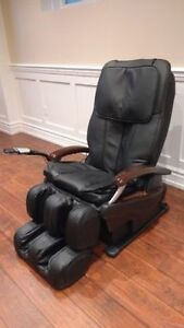 LUXURY RELAXING  MASSAGE CHAIR- MINT CONDITION