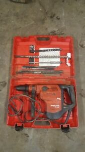 HILTI TE70 ATC COMBIHAMMER HAMMER DRILL w/ CASE AND VARIOUS BITS