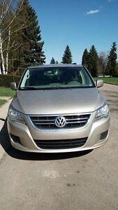 2009 Volkswagen Routan/Dodge Caravan, Van $8600