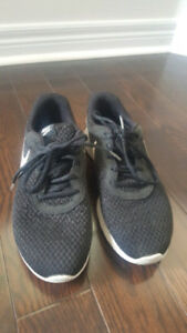 Nike shoes black size 9 very good condition