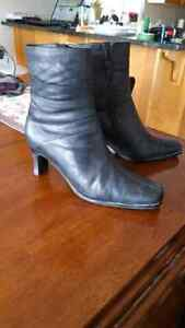 Greenwich Village size 9 leather ankle boots