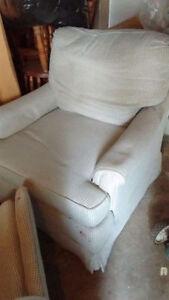Sweet like new swivel cushioned sun room chairs