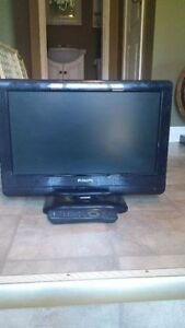20 INCH PHILLIPS LCD FLAT SCREEN TV INCLUDES REMOTE