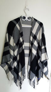 Like NEW! Jones New York Signature Plaid Poncho