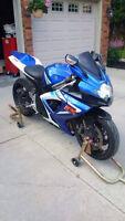 2006 SUZUKI GSXR 750 Motorcycle - Sport bike