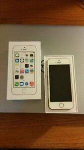 IPHONE 5S 32GB GOLD FIDO ( IN GOOD CONDITION )