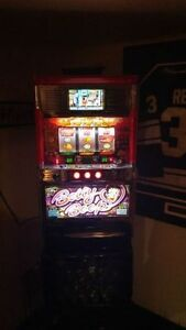 RARE BETTY BOOP SLOT MACHINE FOR SALE WITH LOTS OF TOKENS