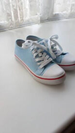 NEW AND NEVER WORN. Women's size 6 trainers FOR SALE.