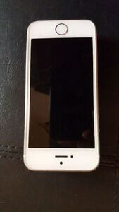 Iphone 5s white/gold 64GB locked with Bell