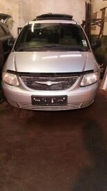 chrysler grand voyager limited 2.5 crdi for parts ,gearbox , bumpers.pump .lights parts