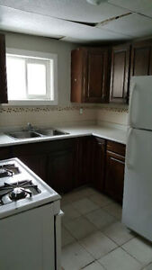 Beautiful clean 2 bedroom apartments $600 - $1000