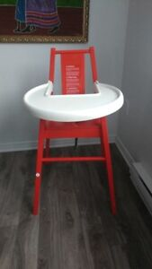 almost NEW Chic - Red High Chair
