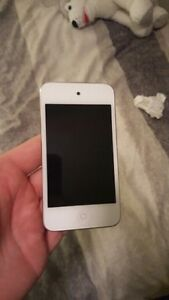 iPod Touch 4th gen 8GB Excellent Condition 100$ OBO