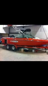 Calabria Pro V 2 Wakeboard and Surf Boat