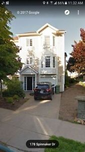 Beautiful Townhouse in Convenient Location