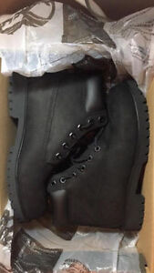 Bottes Timberland noires / Pair of black Timberland boots