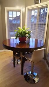 solid wood Bar height table in good conditions. Table only. No c Gatineau Ottawa / Gatineau Area image 1