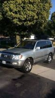 2007 Toyota Land Cruiser FULLY LOADED!