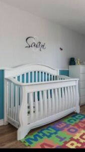 Crib that changes into a toddler bed, mattress and side rail
