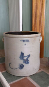 Large Antique Crock Kingston Kingston Area image 1