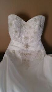 Gorgeous size 6 wedding gown and veil