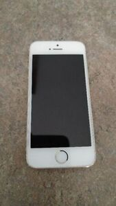 10 HOUR USAGE, LIKE BRAND NEW, GOLD iPHONE 5s, IN SKYVIEW RANCH