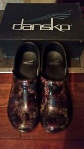 ☆☆☆☆DANSKO WOMEN'S PRO XP CLOGS ~ BRAND NEW ~ SIZE 39 ~ $120☆☆☆☆