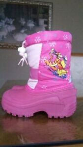 Girl's snow boots size 8