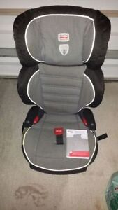 Britax Parkway SGL booster seat 40 - 120 pounds London Ontario image 1