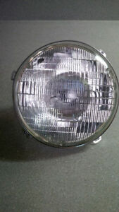 Jeep headlight and retainer ring